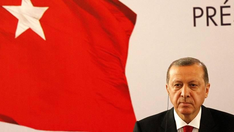 Der türkische Präsident hat die Presse- und Meinungsfreiheit in der Türkei eingeschränkt. Es gibt auch Kampagnen, Kritiker zu melden. Foto: Legnan Koula / dpa