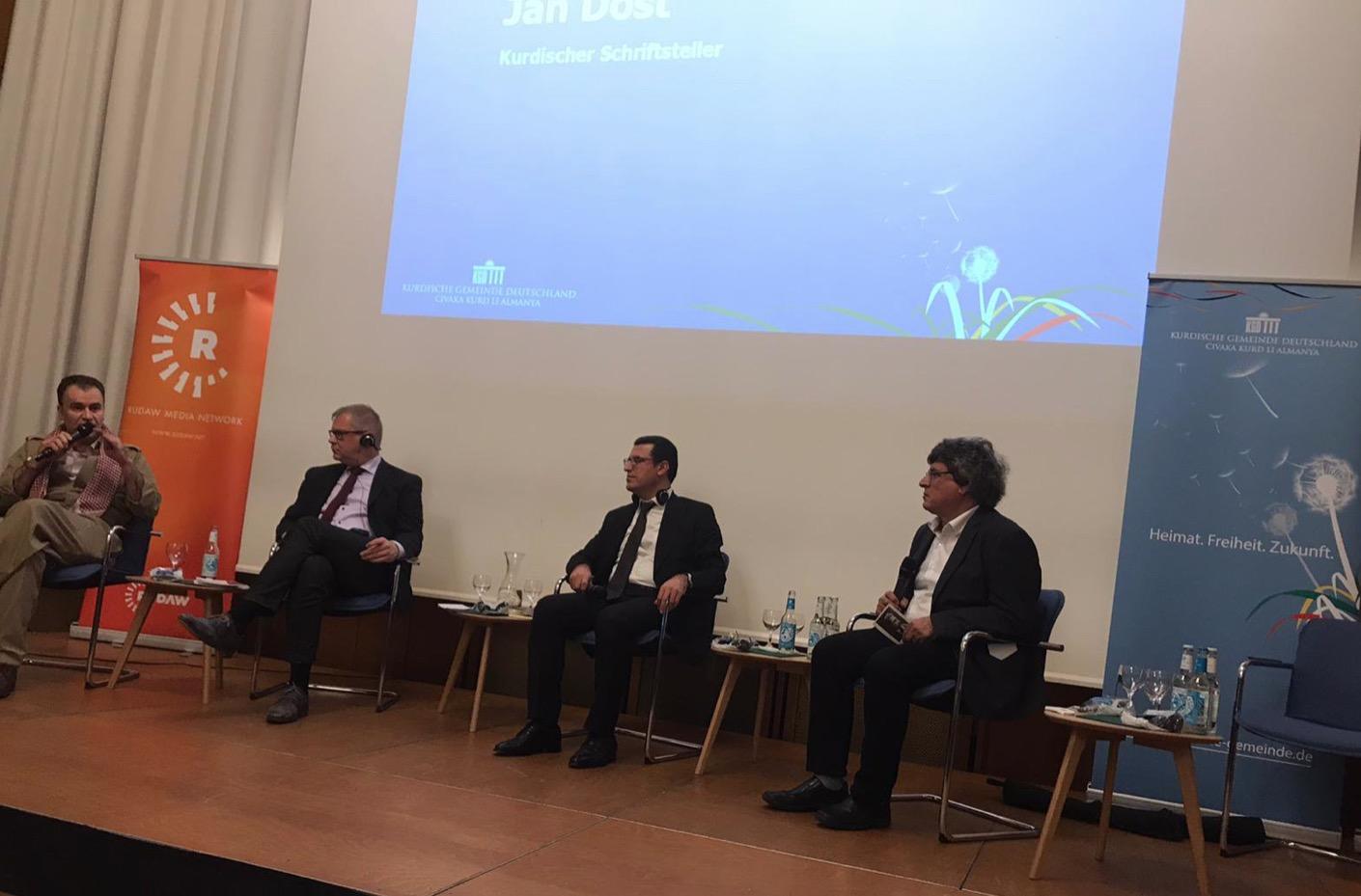 2.Diskussionspanel unter der Moderation von Husen Duzen mit den Redegästen Andreas Büttner (Staatssekretär a.d. Brandenburg), Braven Hamdi Hussein (Vizeminister Ministerium für Märtyrer und Anfal-Angelegenheiten KRG) und Jan Dost (Kurdischer Schriftsteller)