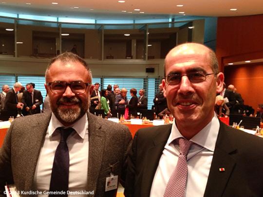 Der Bundesvorsitzende der Kurdischen Gemeinde Ali Ertan Toprak und der stellv. Bundesvorsitzende Mehmet Tanriverdi haben an dem sechsten Integrationsgipfel in Berlin teilgenommen.