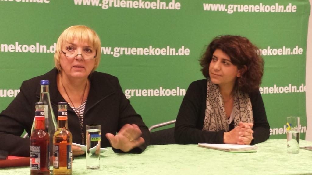 Claudia Roth Vize Präsidentin des Bundestags mit Berivan Aymaz, Stadträtin in Köln
