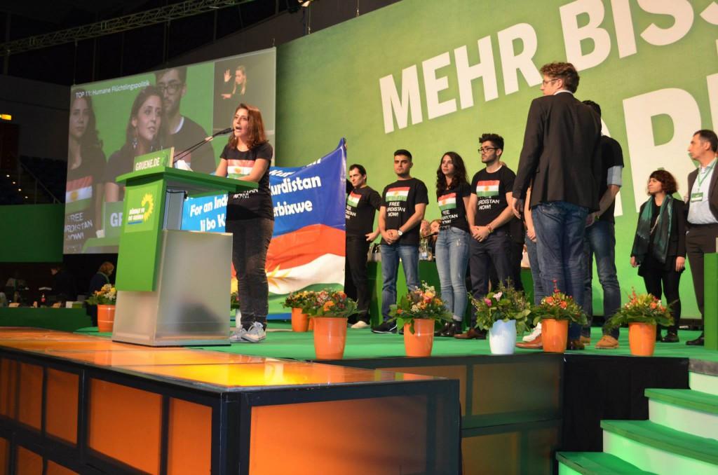 Kurdische Aktivisten (Kurdische Jugend Deutschland e.V. (#KJD) / Jugendverband der #KGD) enterten am Samstag in Hamburg den Grünen-Parteitag.