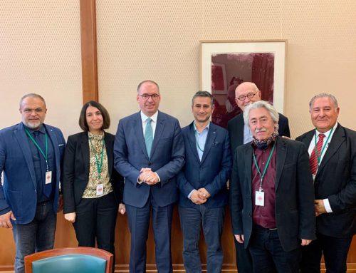 Vertreterin und Vertreter der KGD, der GfbV und des Assyrischen Dachverbandes wurden heute vom Staatsminister Niels Annen und dem Syrien Desk im AA empfangen