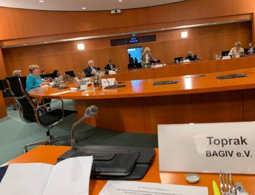 KGD-Vorsitzender Ali Ertan Toprak beim Kabinettsausschuss zur Bekämpfung von Rechtsextremismus und Rassismus