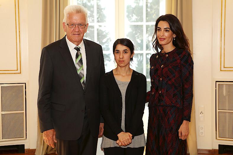 (v.l.n.r.) Ministerpräsident Winfried Kretschmann, Nadia Murad, Amal Clooney. Quelle: Staatsministerium Baden-Württemberg